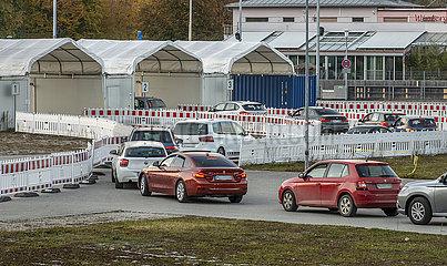 Schlange vor dem Corona-Testzentrum  Muehldorf a. Inn  Oktober 2021